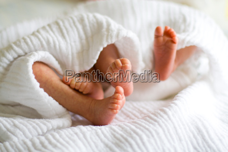 infant feet of twins