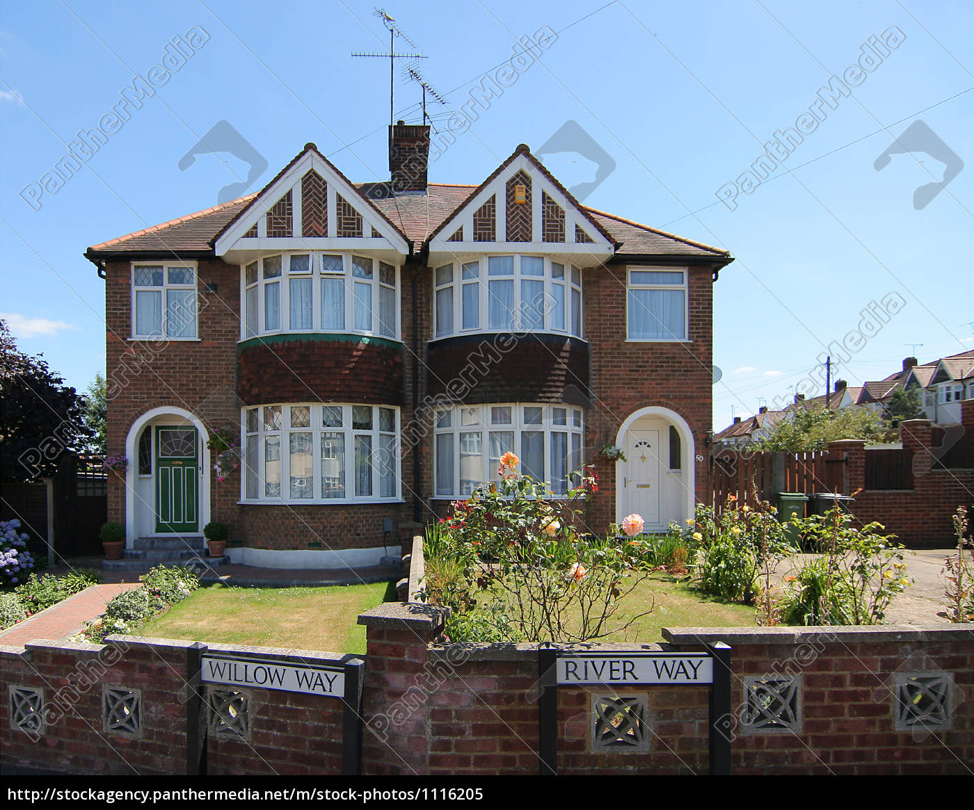 house, with, garden, in, england - 1116205