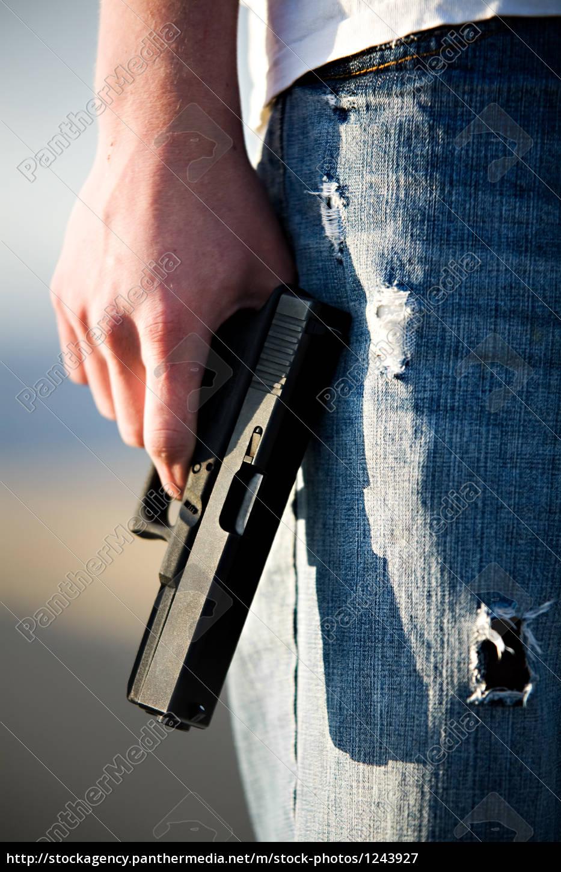 teen, with, handgun - 1243927