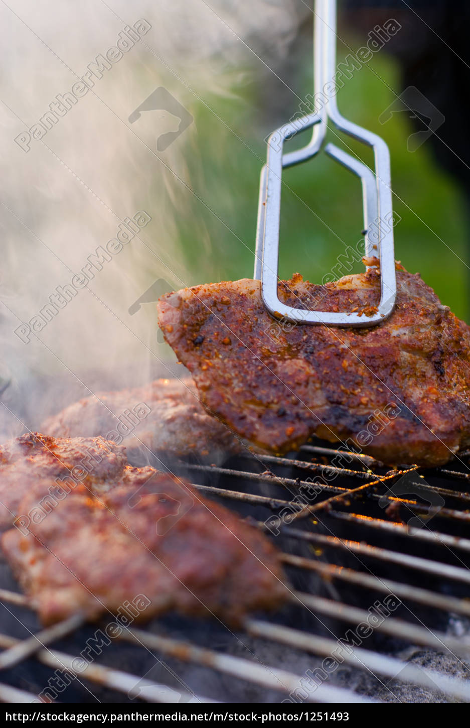barbecue, detail, with, metal, tongs. - 1251493