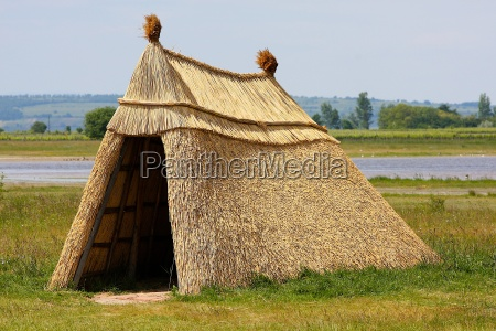 cottage, made, of, reed, at, lake - 1277565