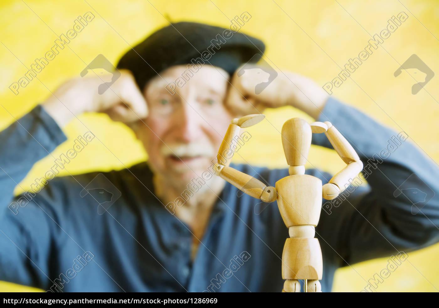 artist, mimics, a, wooden, figure - 1286969