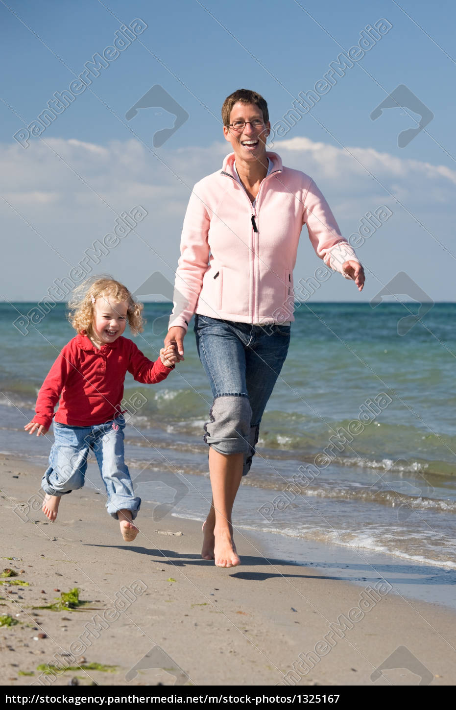 family, happiness, on, the, beach - 1325167