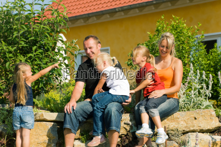 family, in, front, of, house - 1343397