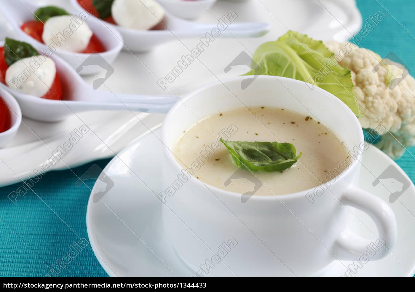 cauliflower, soup, with, fresh, basil - 1344433