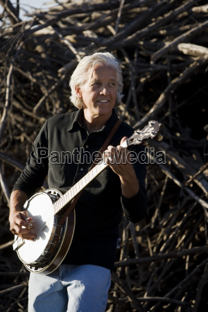 banjo player outdoors