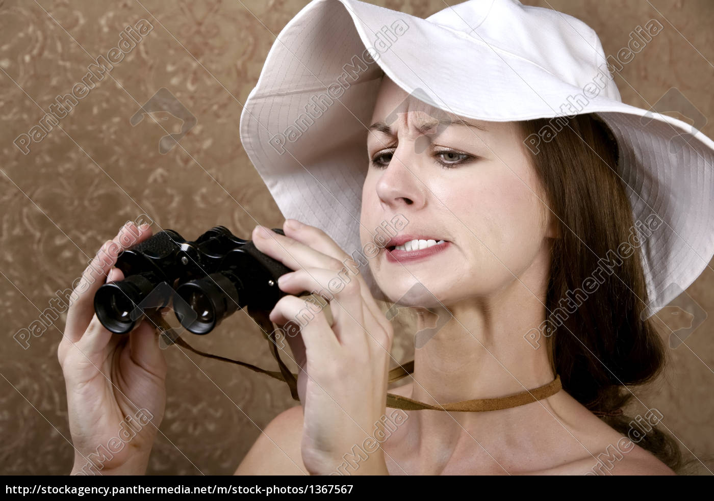 woman, with, sunglasses, and, binoculars - 1367567