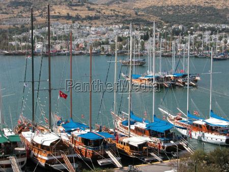 yacht harbor blue ride