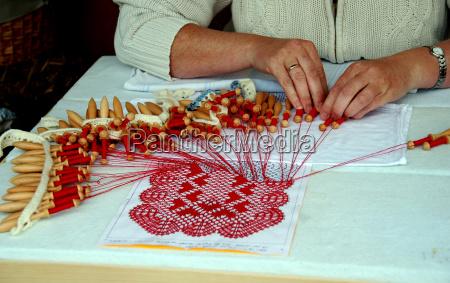 make lace