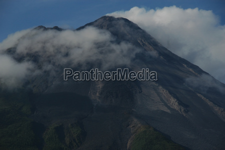 volcano arenal in clouds