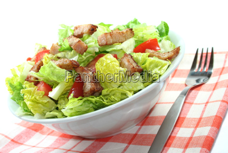 lettuce hearts with tomato and turkey
