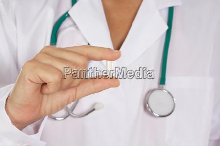 dottore medico uniforme possesso monotono pillola