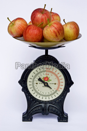 kitchen scales with apples