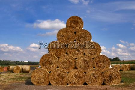 straw pyramid