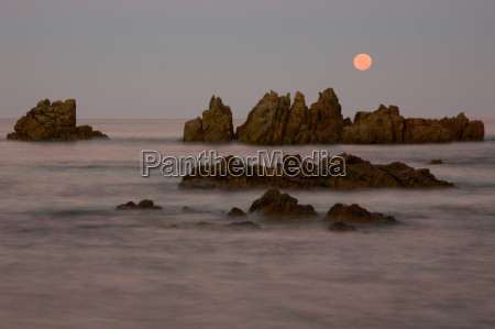 full, moon, on, the, coast, of - 1729351