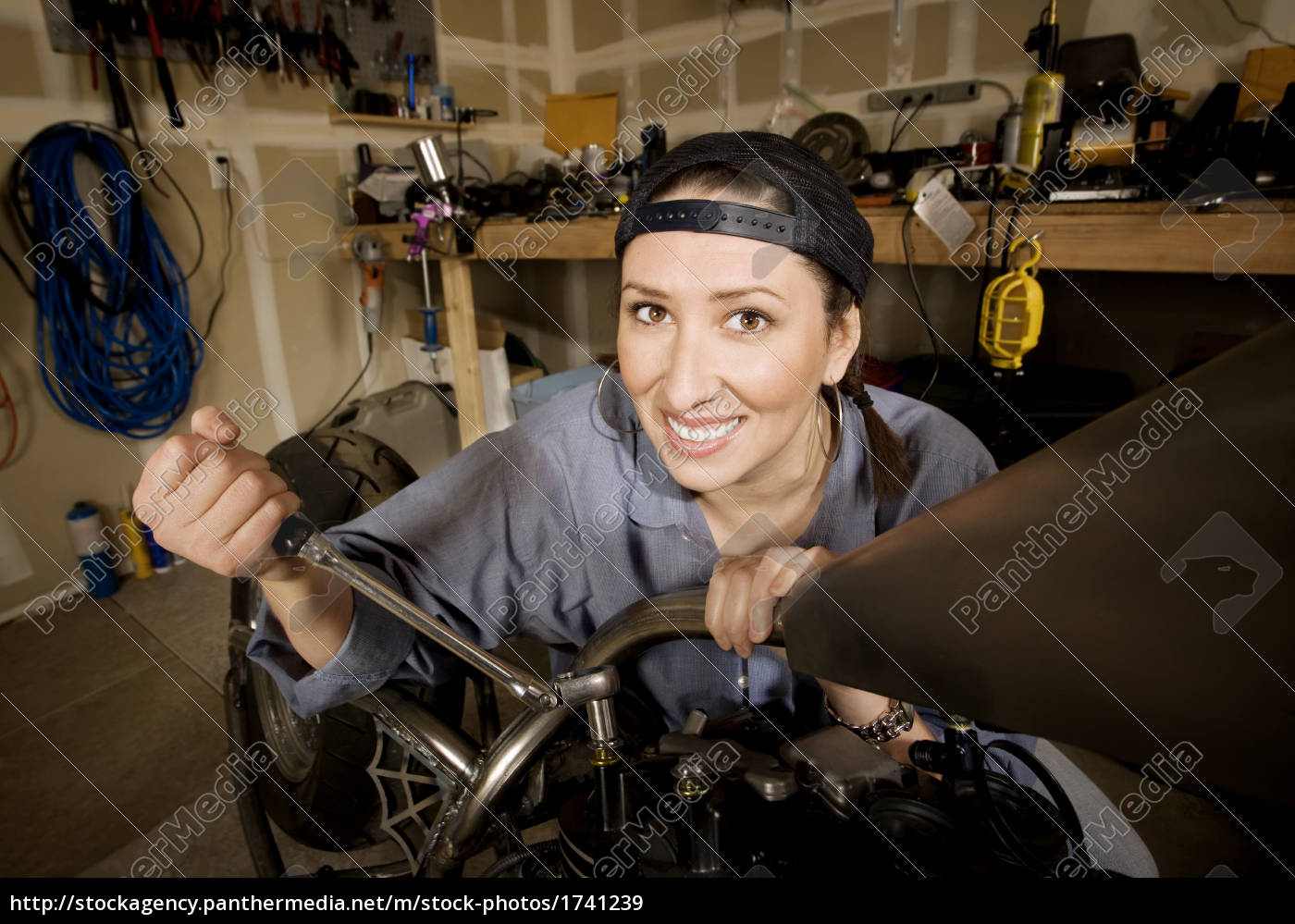 female, hispanic, mechanic - 1741239