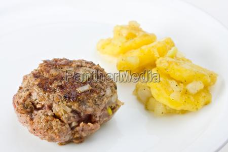 planta carnica con ensalada de patata