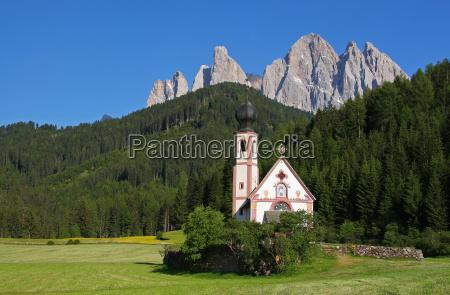 chapel in front of the geisslerspitzen
