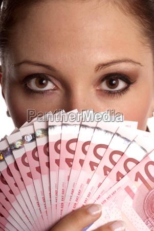 womans fan money