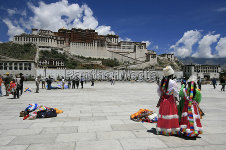 folklore at the potala palace