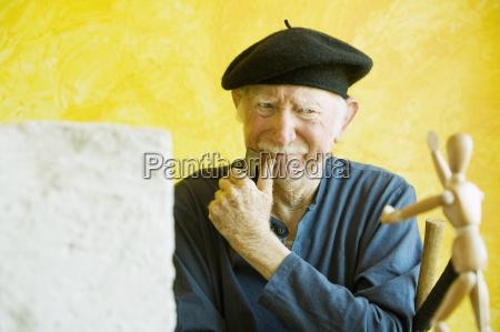 artist ponders model
