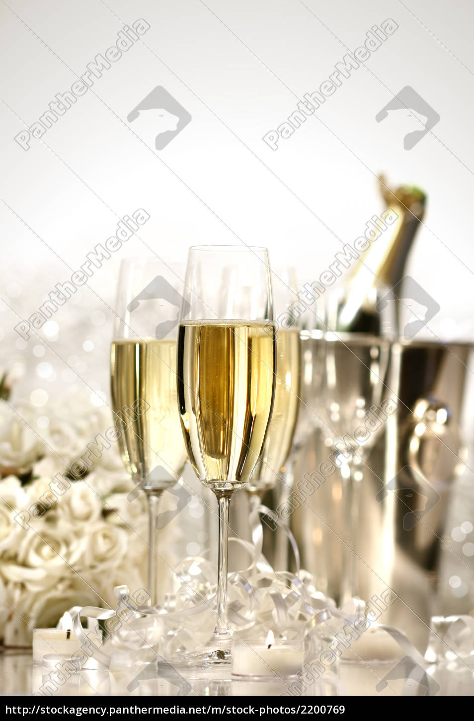 glasses, of, champagne, for, a, wedding - 2200769