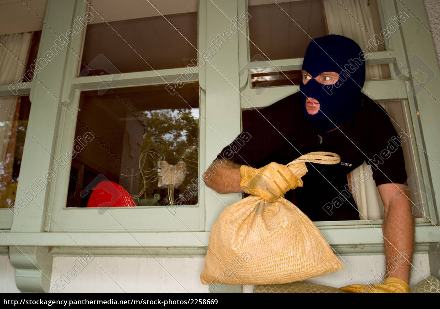 a, stock, photograph, of, aáburglar, robbing - 2258669