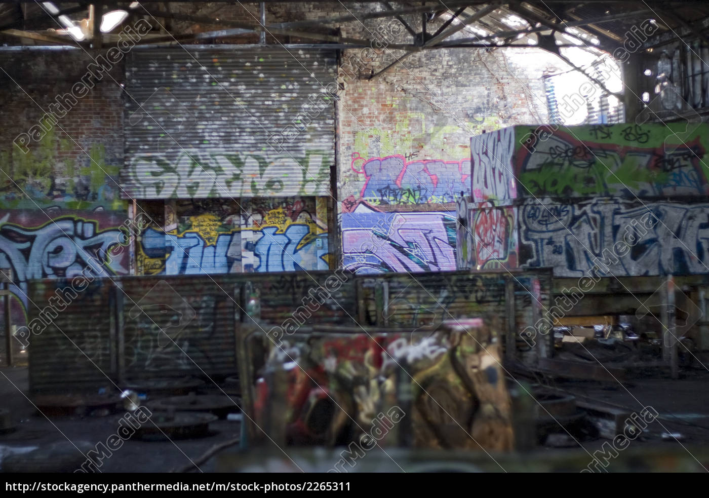 graffiti, covered, slums - 2265311