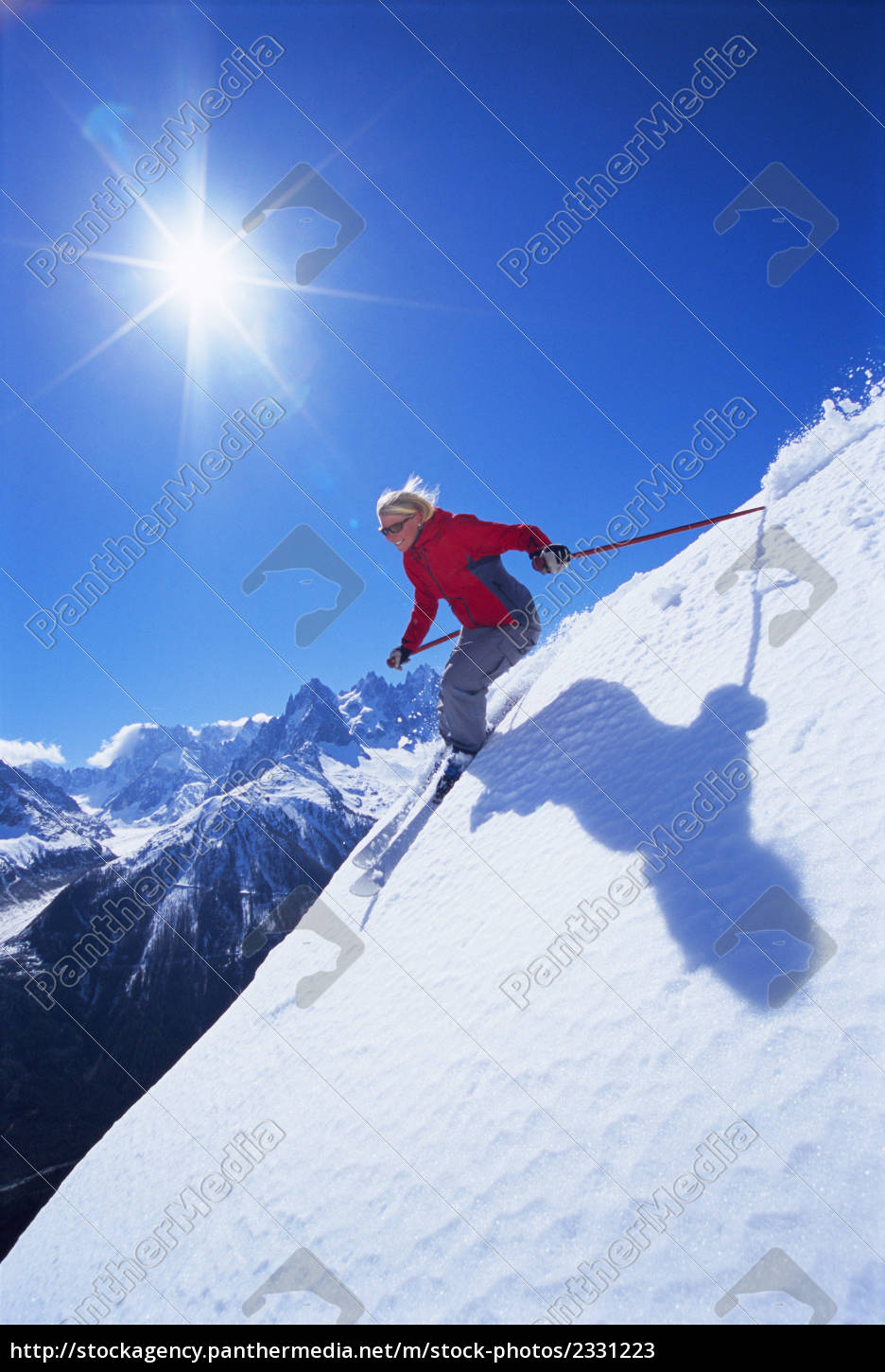 skier, coming, down, snowy, hill, smiling - 2331223