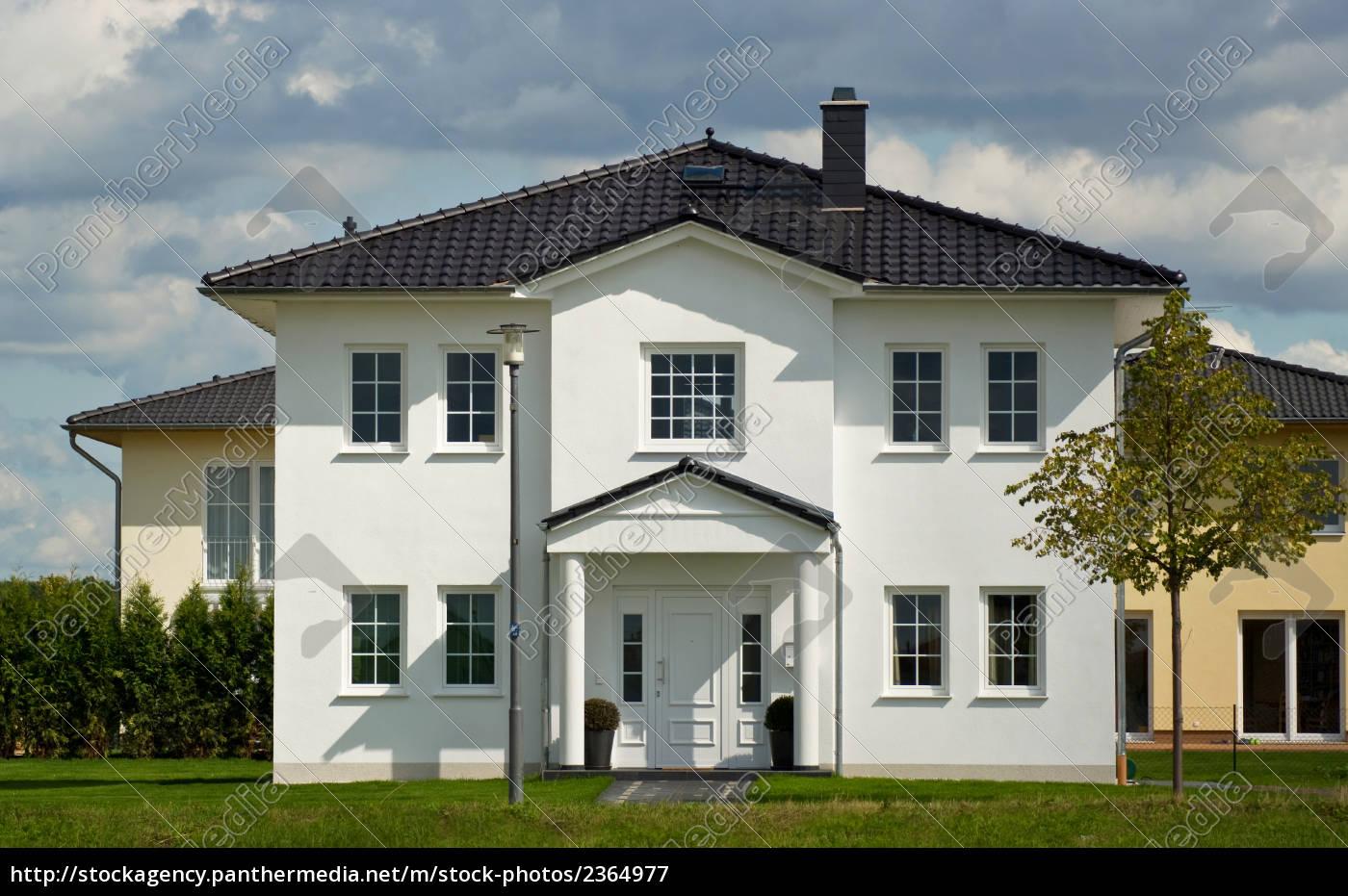 single-family, house, the, house, with, a, garden - 2364977