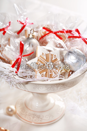 gingerbread gifts for guests