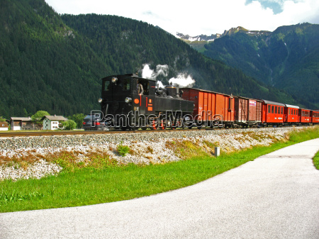 steam train in zillertal