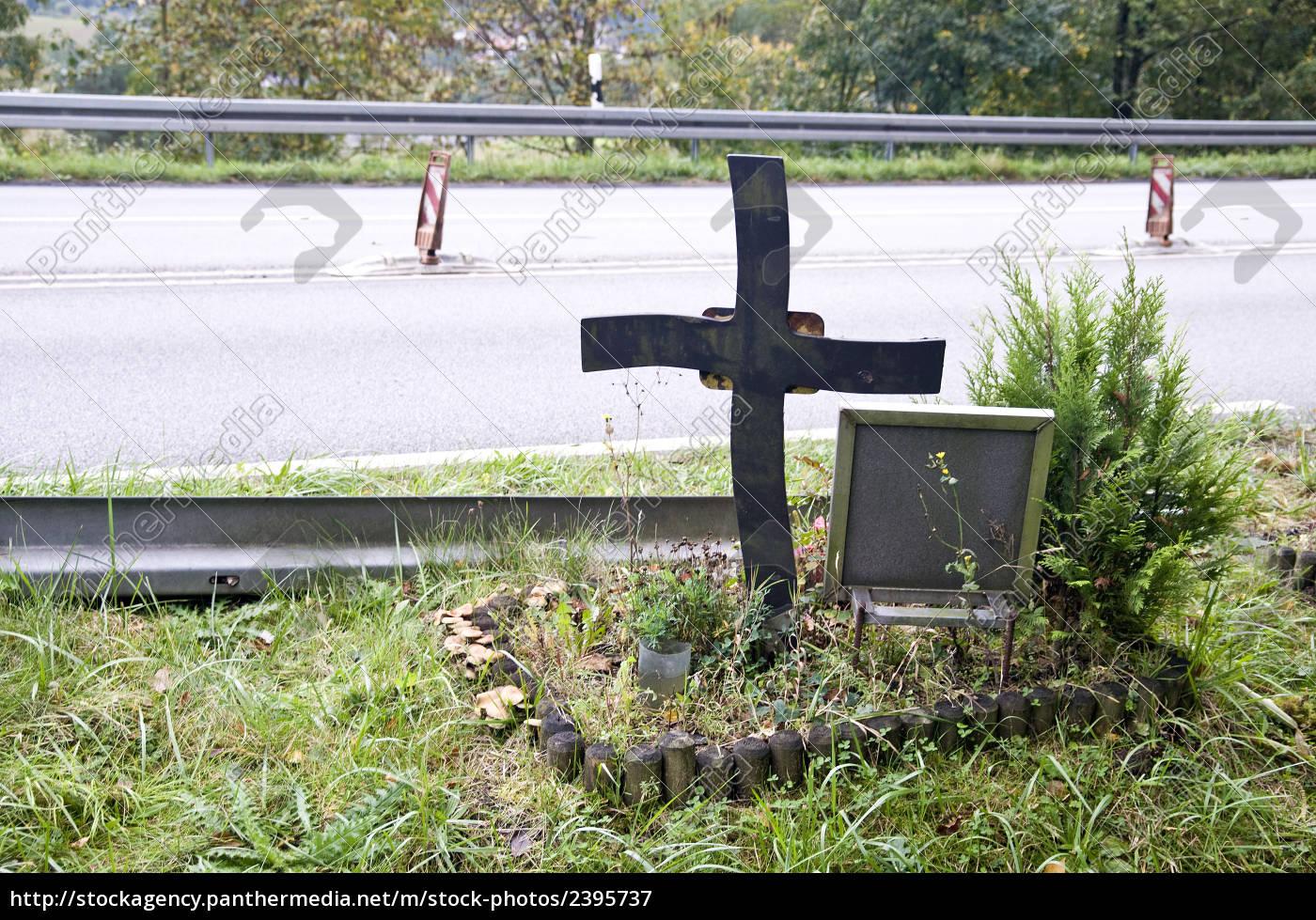 roadside, memorial - 2395737