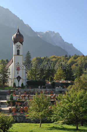grainauer church before zugspitze
