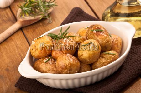 roast potatoes with rosemary