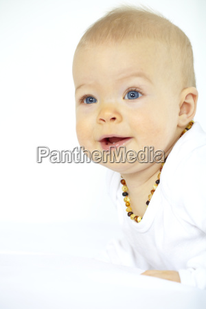 baby with bernsteinkette