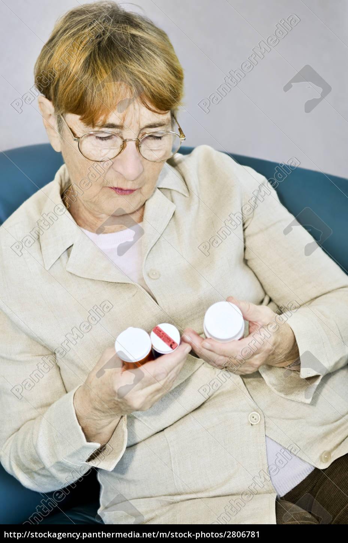 elderly, woman, reading, pill, bottles - 2806781