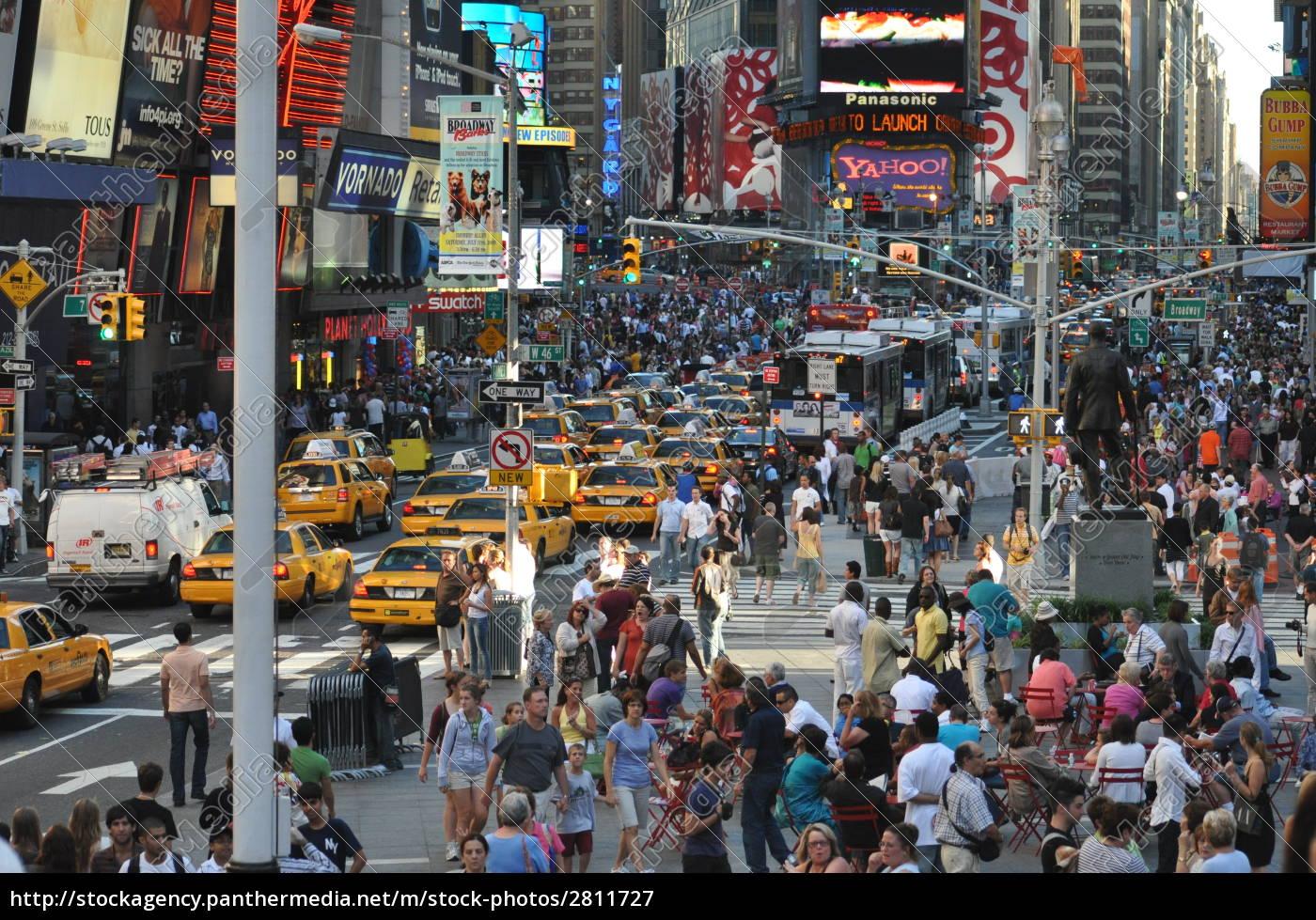 crowds - 2811727