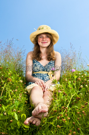young, girl, sitting, in, meadow - 2814685