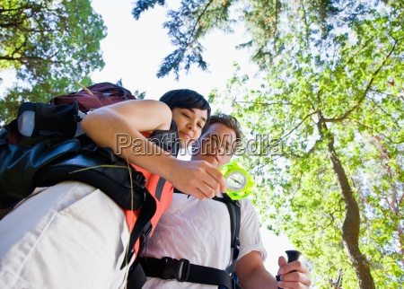 couple, with, backpacks, looking, at, compass - 2822693