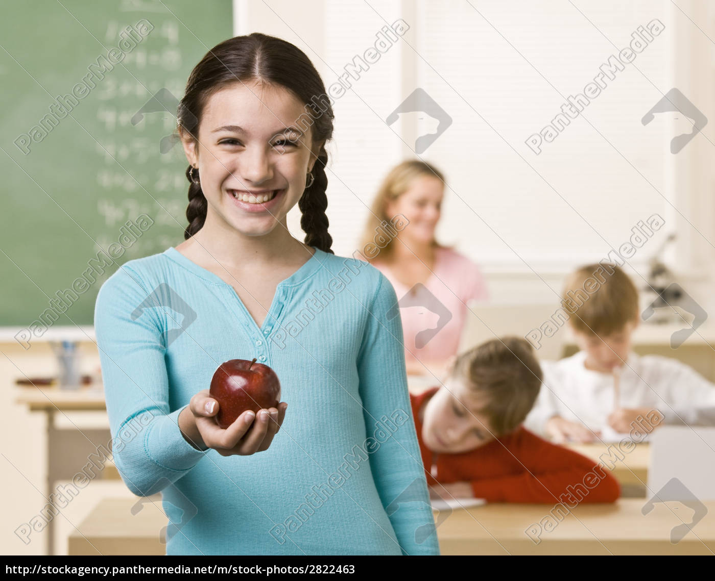 student, holding, apple - 2822463