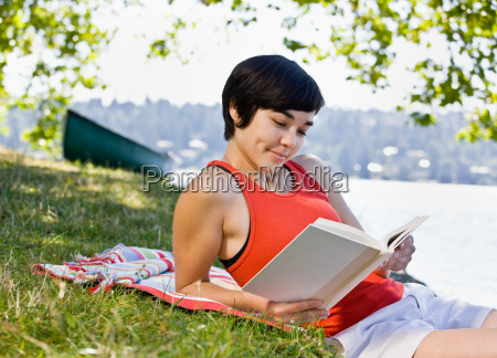 woman, reading, book, in, park - 2822761