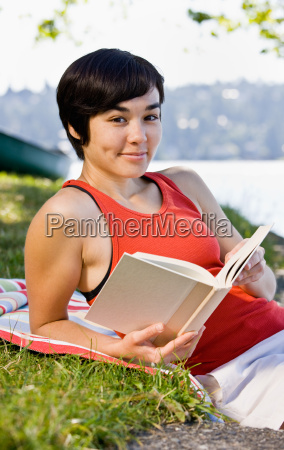 woman, reading, book, in, park - 2822971