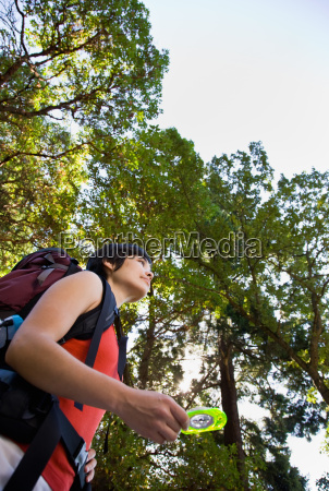 woman, with, backpack, using, compass - 2822963