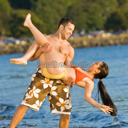 boyfriend, lifting, girlfriend, on, beach - 2823553