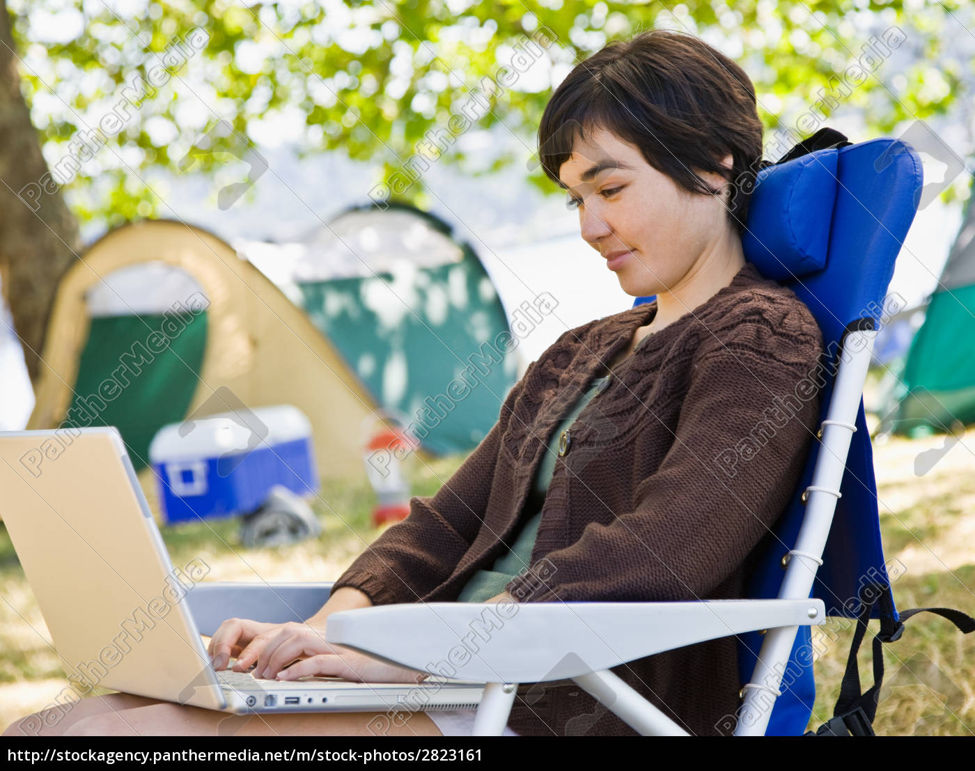camper, using, laptop - 2823161