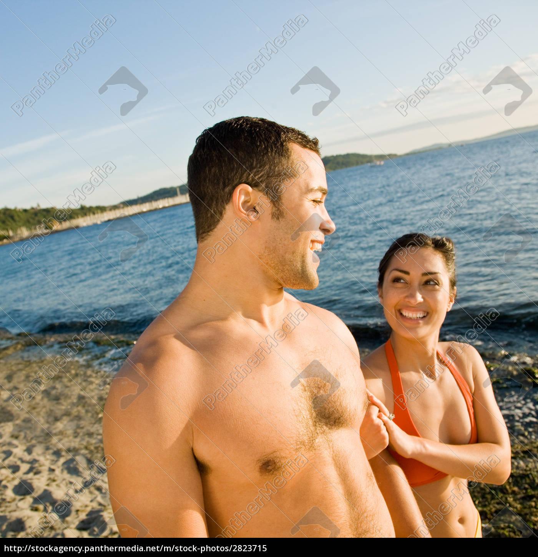 couple, walking, on, beach - 2823715