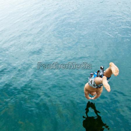 man, diving, into, lake - 2823451