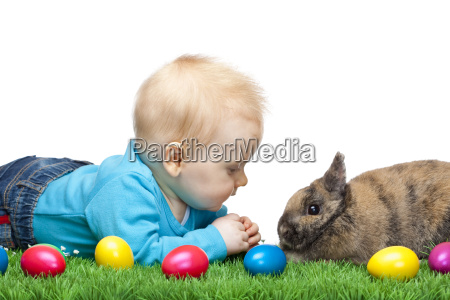 baby, sitting, in, a, green, meadow - 2833763