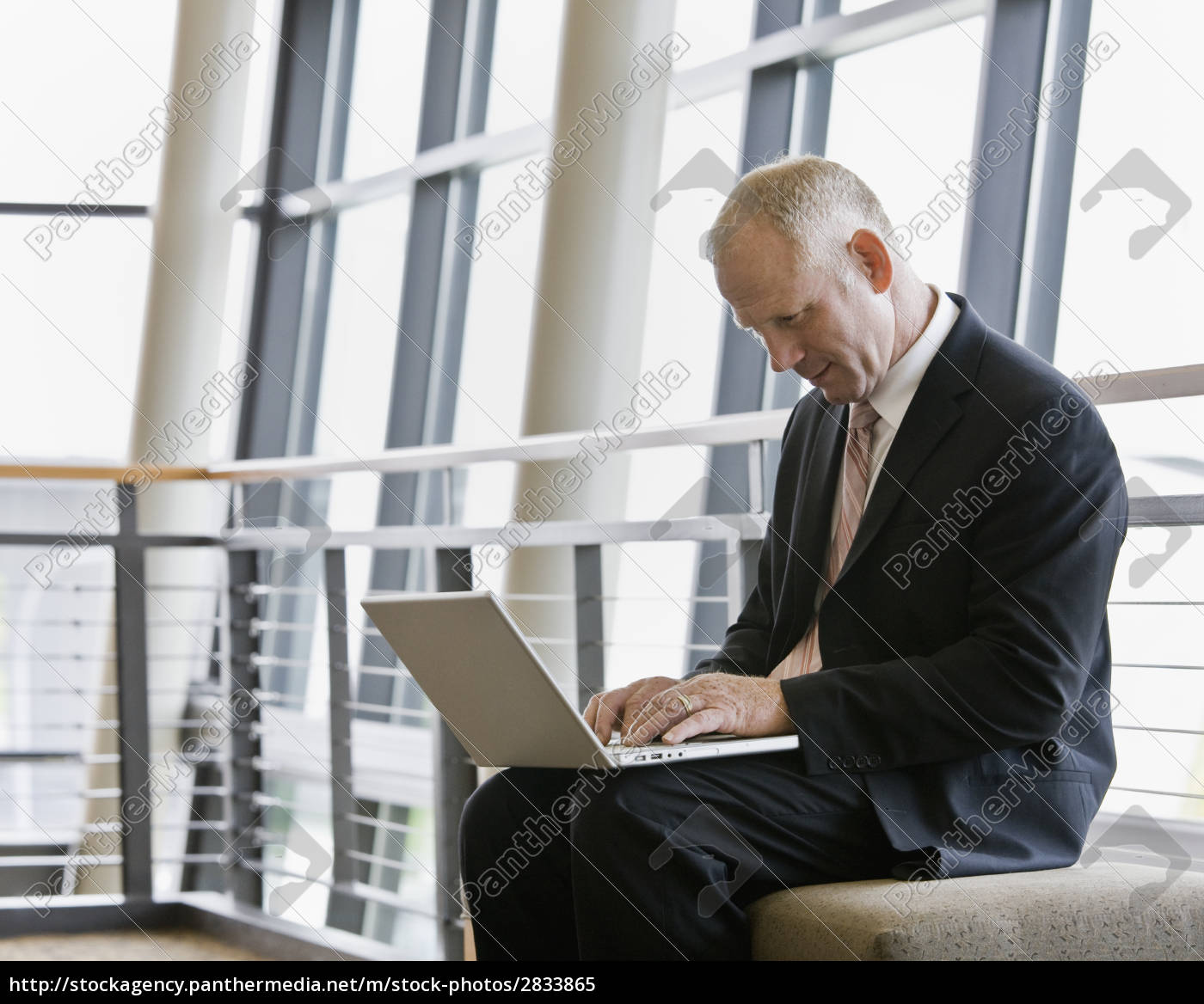 businessman, with, laptop - 2833865